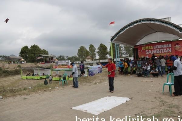 Lomba Sambitan Layangan Meriahkan Festival Kelud 2019