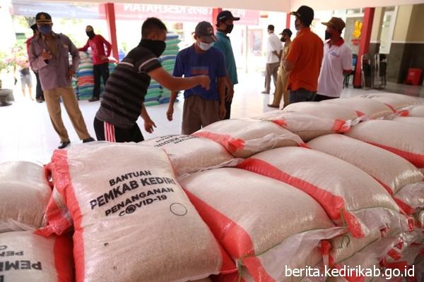 2188 KK Kecamatan Tarokan Terima Bansos Beras