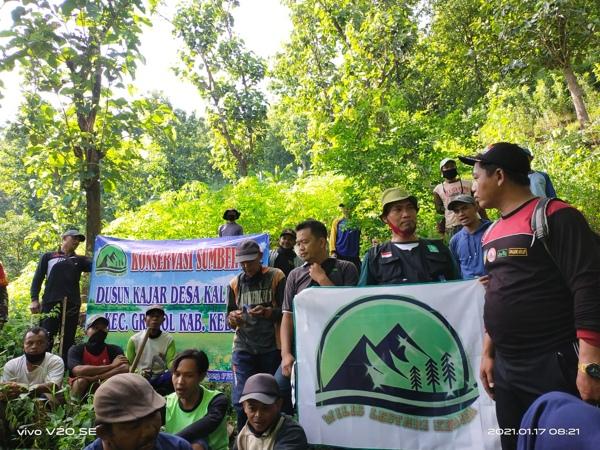 Komunitas Wilis Lestari Kediri Tanam Ratusan Pohon di Sekitar Sumber Air Kajar